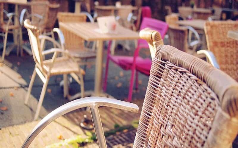 terrasse-table-rose-food-traboule-lyon